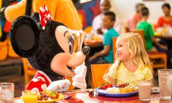 Minnie Mouse - Café da manhã com os personagens da Disney
